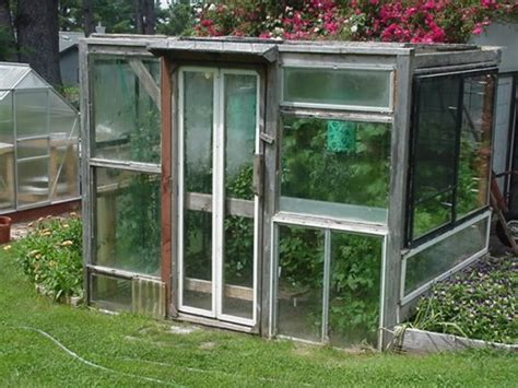 Greenhouse From Salvaged Windows Decor Design Squish Reclaimed Windows Greenhouses Redesign Craft Diy Upcycling