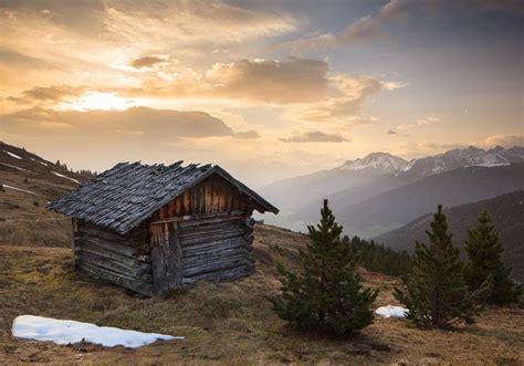 alpen hütte mieten 2 personen hut in morning light stubai alps tyrol austria alm
