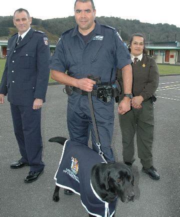 officers don  uniforms stuffconz
