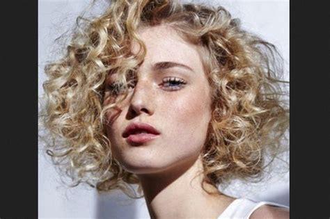 Rambut Sambungan Keriting 3 gaya tatanan rambut untuk rambut keriting
