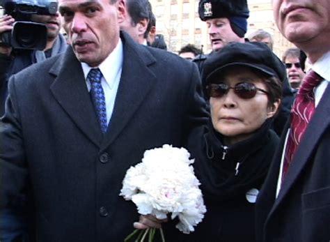 imagenes del funeral de john lennon file yoko ono 2005 jpg wikimedia commons