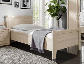 komplett schlafzimmer mit einzelbett komplett schlafzimmer f 252 r senioren mit einzelbett montego