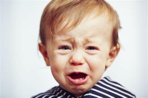 wann lachen baby bewusst zahnende babys und die ersten z 228 hne zwergehuus magazin