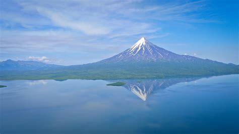 kamchatka mountain range  russia thousand wonders