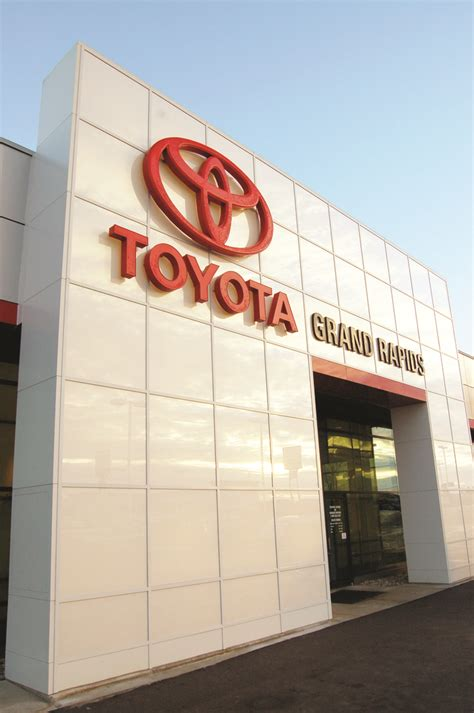 Toyota Dealer Grand Rapids Toyota Of Grand Rapids Projects Pioneer Construction