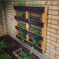 Vertical Garden Pallets 10 Wood Pallet Vertical Garden On Your Wall Pallets Designs