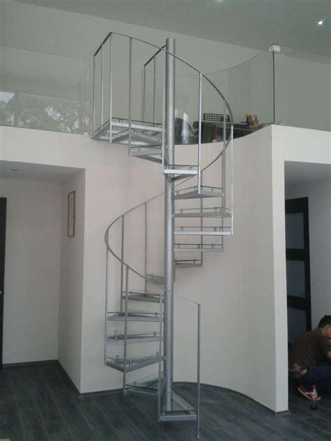 imagenes de barandales minimalistas foto escalera de herrer 237 a con escalones de cristal