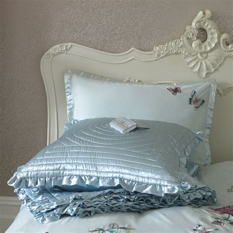 Satin Bedspreads Create A Stylish Bedroom With Satin Bedspread