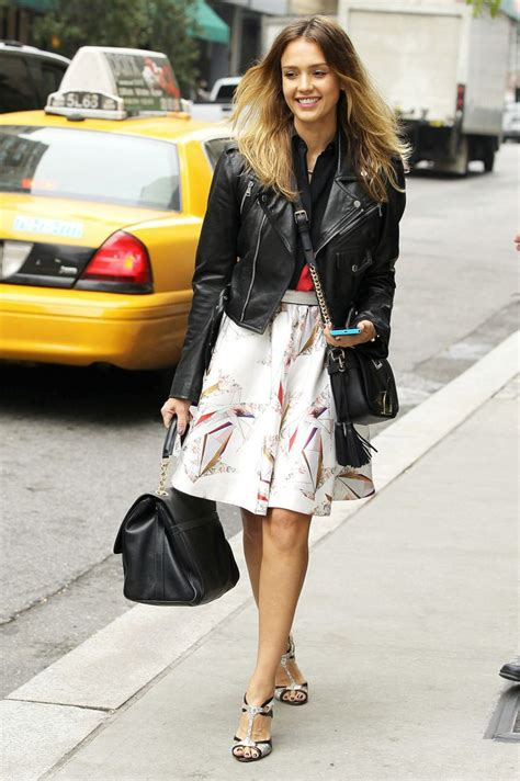 Get Albas Comic Con Denim Look by Jessicaalba Looks Gorgeous In Causal Style