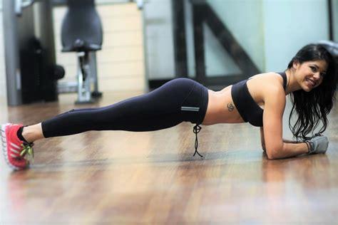 abdominales para mujeres en casa ejercicios para abdomen plano y tonificado en casa entre