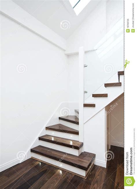 modernes treppenhaus modernes treppenhaus stockbild bild banister