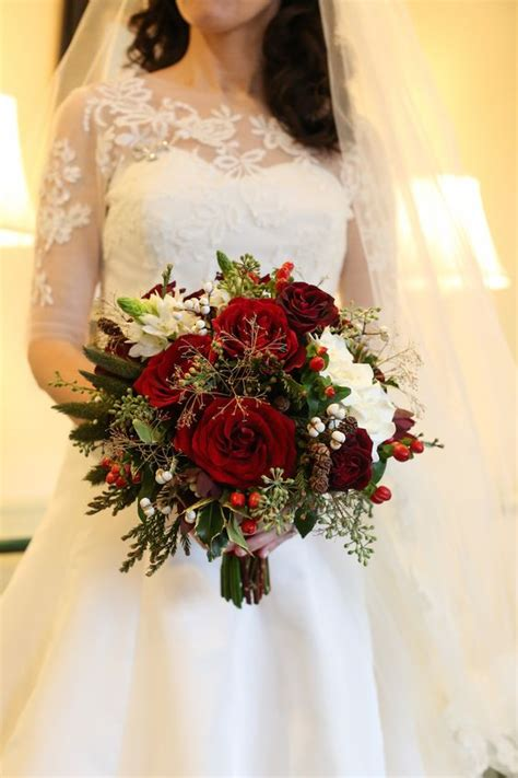 Wedding Flowers Ideas Uk by The Best Wedding Flowers For That Festive Feel