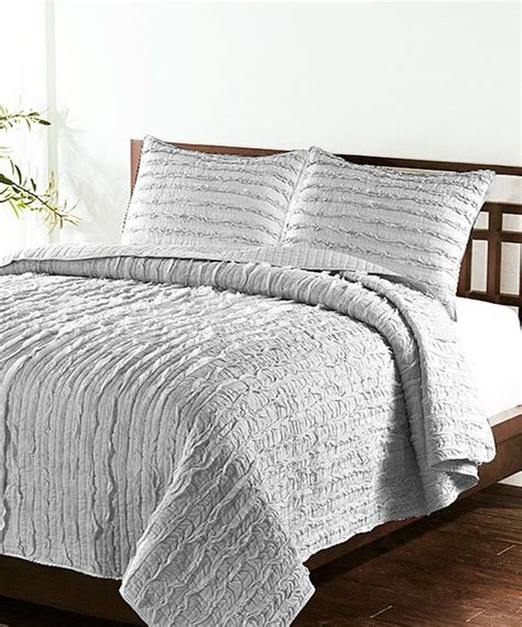 love this light gray handcrafted vertical ruffle quilt set