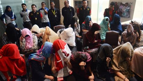 Hukum Orang Asing Diindonesia puluhan perempuan asing ditangkap di tempat hiburan malam nasional tempo co