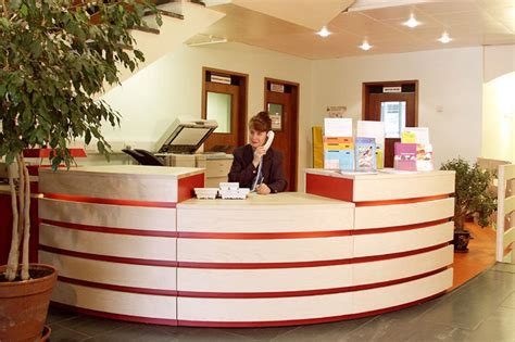Andrew Lane Furniture » Office reception