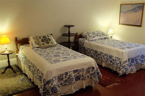 twin beds in master bedroom twin beds in master bedroom 28 images dakota lodge 2