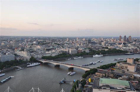 the themes london file river thames and waterloo bridge london 17aug2009