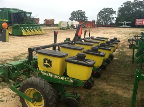 Planters Fitzgerald Ga by Deere 1700