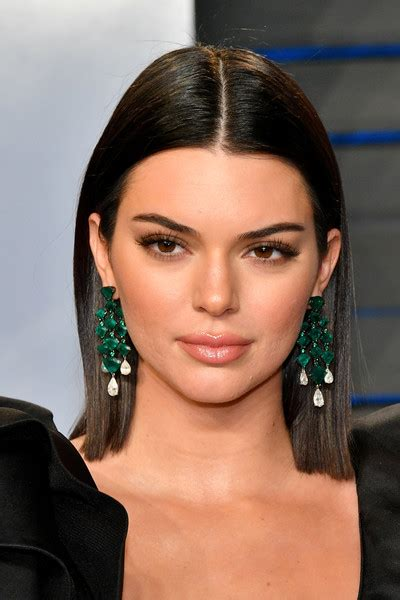 shoulder length straight hairstyles housewife of beverly hill kendall jenner medium straight cut kendall jenner hair