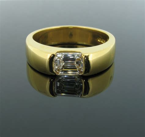 emerald cut gents signet ring in 18ct gold set with 1