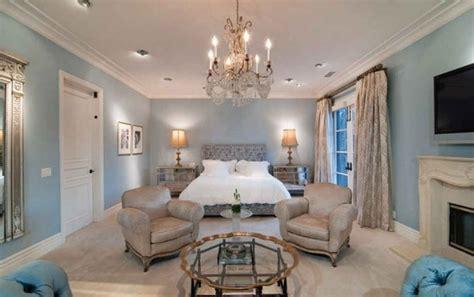 tori spelling s family room makeover hooked on houses tori spelling dean mcdermott s house for sale hooked