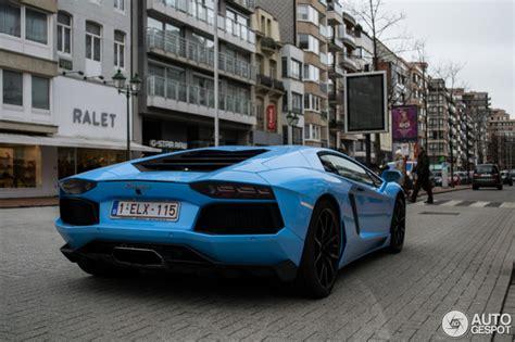 Une chouette couleur pour cette Lamborghini Aventador