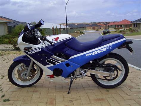 Suzuki Gsx R250 Suzuki Suzuki Gsx R 250 Moto Zombdrive