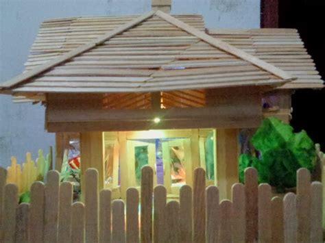Es Krim Stik Polos membuat miniatur rumah sederhana dengan stik eskrim