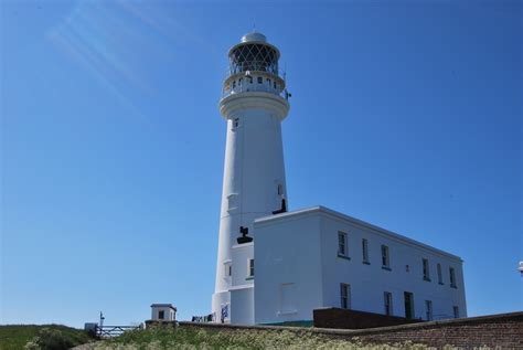 File:Flamborough Head Lighthouse (Close)   Wikimedia