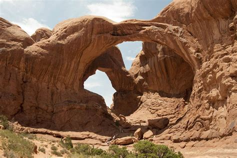 utah swing daredevils swing from utah arches has the stunt gone too