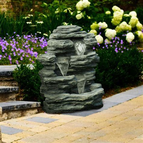 brunnen garten stein garten brunnen aus stein 30 ideen f 252 r dekorative zierbrunnen