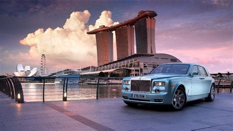 rolls royce out building an electric phantom