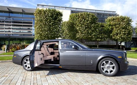 rolls royce phantom doors open photo 4