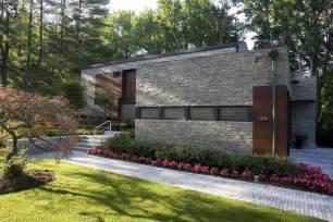 garden house stone decor