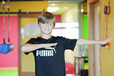 boy blog why crossing the midline activities helped this child