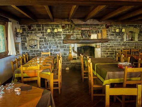 interno baita all interno ristorante la baita foto di la baita