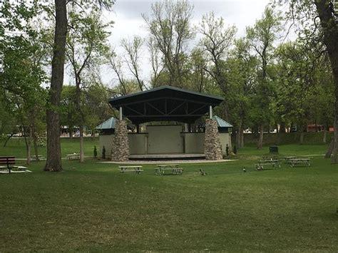 Oak Park Minot Nd Omd 246 Men Tripadvisor Oak Park Minot Nd Lights