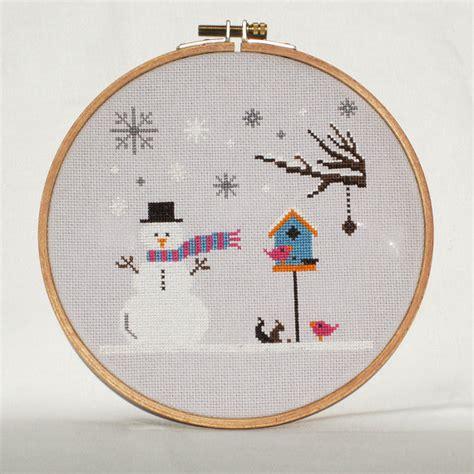 Kreuzstichvorlagen Modern Winter Cross Stitch Pattern Snowman Snowflakes Birdhouse