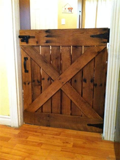 Barn Door Gate Baby Or Gate Made With Only One Pallet Barn Door Designs Door Design And Barn Doors
