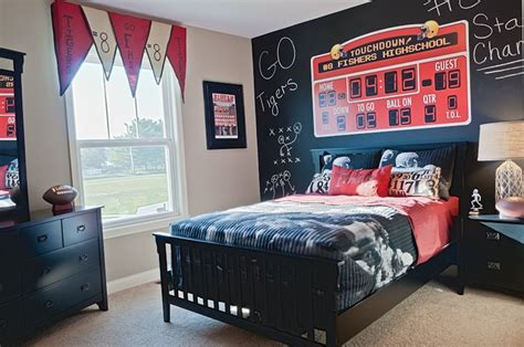 70 best images about sports bedroom ideas on pinterest boy s sports themed bedroom with scoreboard and chalkboard