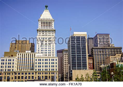 the downtown city skyline with the us bank tower to the