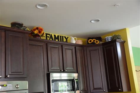 Decorations On Top Of Kitchen Cabinets Above Kitchen Cabinet Decor