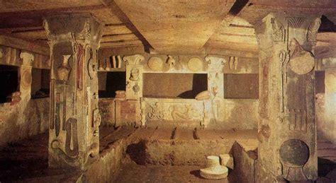 vasi funerari egizi gli etruschi in mostra a bologna latinorum