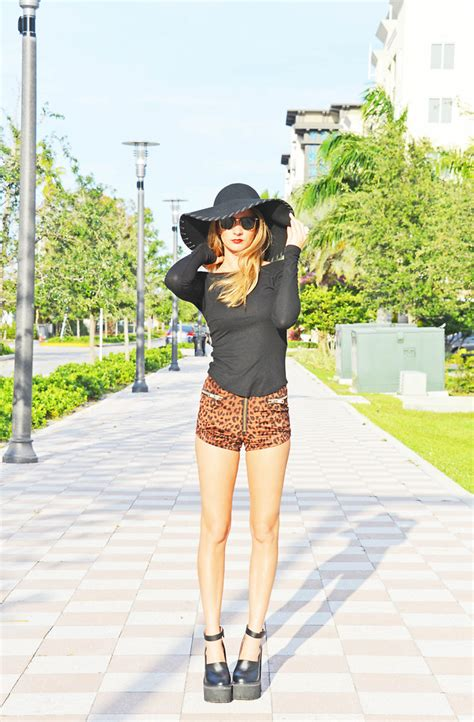 Blouse Big Kara kara machowski h m shirt unif shorts jeffrey cbell scully rvca floppy hat ban