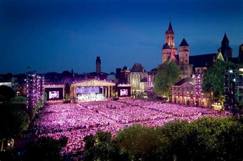 United Airlines Booking by Andre Rieu Op Het Vrijthof Picture Of Vrijthof