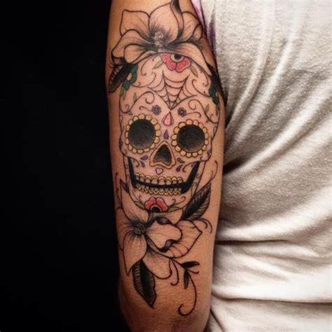 tattoo arm zum anziehen zuckersch 228 del tattoos 23 ideen mit bedeutung