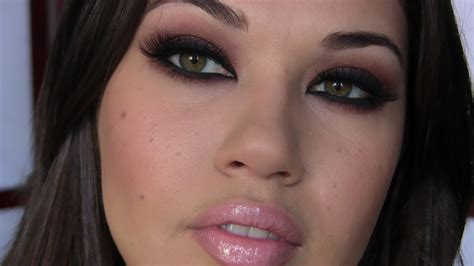 kim kardashian smokey eyes part 3 apllying eyeshadow are there certain quot popular looks quot that you find dont work