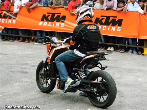Ktm Stunt Ktm S Stunt Show Features The Ktm 200 Duke