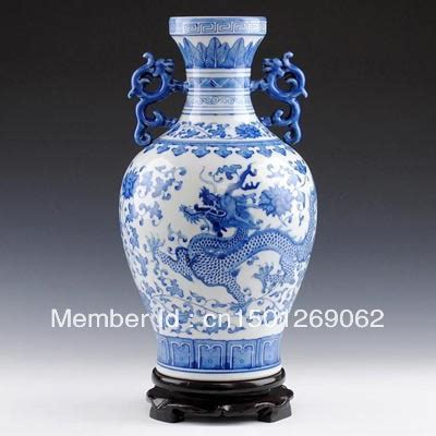 in un vaso di porcellana vasi di porcellana cinese e bianco porcellana