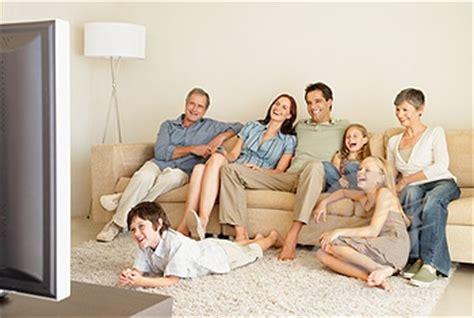 imagenes de la familia viendo tv y hoy no se pudo salir taringa